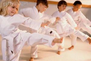 La actividad física reduce el estrés y mejora el estado de ánimo.